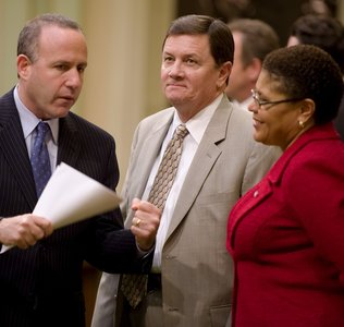 Sen. Steinberg, left, talking with Sen. Cogdill and Assemblymember Bass during budget negotiations